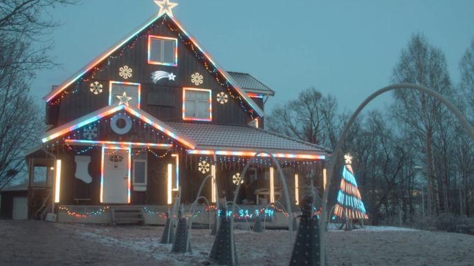 Hus pyntet med store mengder julelys
